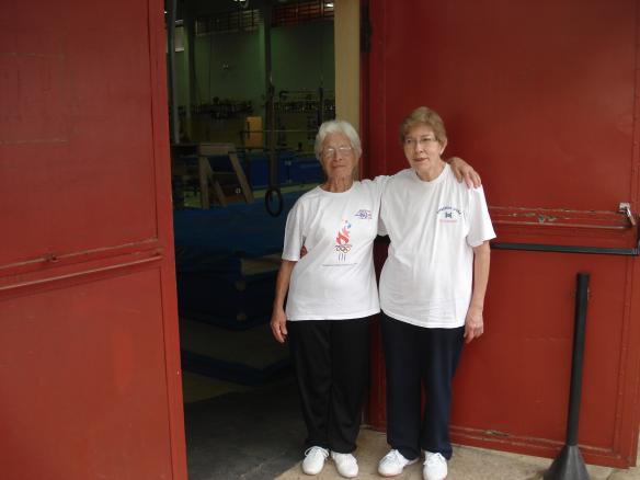 Á esquerda Dona Walquíria com a sua amiga Dona Maria Isabel